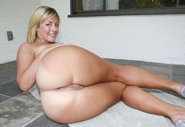 Смотреть бесплатно фото голых дам крупные бедра 2412 фотография