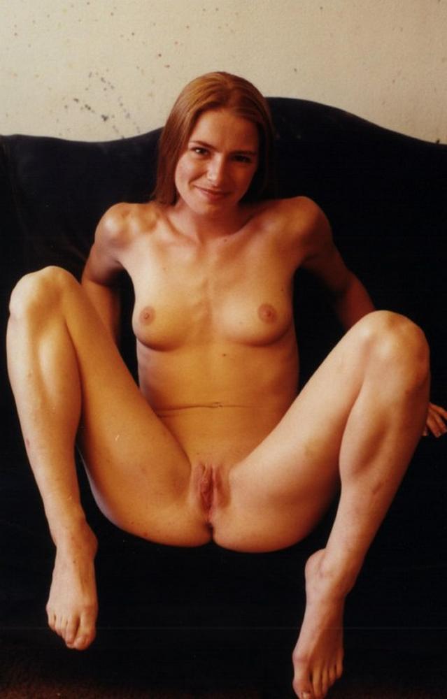 тётка показывает голое тело онлайн